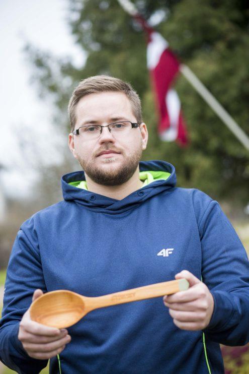 TUESI.LV Edgars Saško - amatnieks kokgriezējs