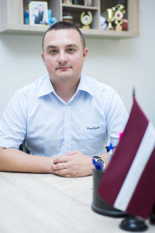 TUESI.LV | Алексей Мацкевич - директор школы 2